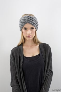 Kuscheliger Turban: Für warme Ohren sorgt dieses gestrickte Stirnband / cozy knitted headband made out of grey wool by celapiu via DaWanda.com
