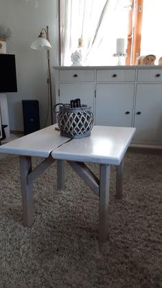 olohuoneen pöytä.....kuivua...