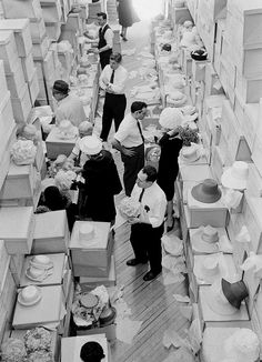 Easter Hat Shopping, taken by Yale Joel for LIFE magazine, 1962 Spring Hats, Historical Art, Art Deco Furniture, Hat Shop, Life Magazine, Vintage Photographs, Old Photos, New Outfits, Vintage Shops