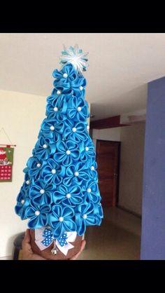 Azul con flores.