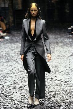 Alexander McQueen Fall 2000 Ready-to-Wear Fashion Show - Karolina Kurkova