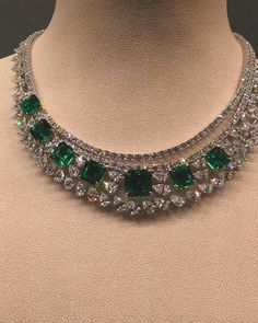 Necklaces – Page 11 Emerald Necklace, Emerald Jewelry, Diamond Jewelry, Art Deco Jewelry, Vintage Jewelry, Fine Jewelry, Jewelry Design, Jewelery, Jewelry Necklaces