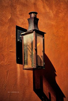 These are some of my favorite impressions of downtown Santa Fe, New Mexico captured during photographic jaunts to this photogenic city in recent years. New Mexico Santa Fe, New Mexico Usa, Murs Oranges, Santa Fe Home, Desert Colors, Mexico Culture, Santa Fe Style, Mexican Style, Built Environment
