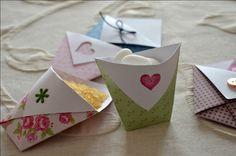 diy piccoli contenitori costruiti con la carta