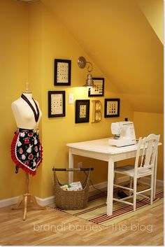 My sewing area. Nice and simple !