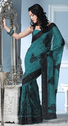 That's just beautiful. Someday, I need to find a reason to own and wear a sari. Sari, Saree Dress, Lehenga Choli, Indian Dresses, Indian Outfits, Indian Clothes, India Fashion, Asian Fashion, Indian Attire