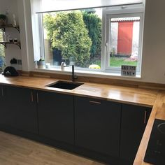 Leila is busy renovating a house and we simply adore her cooking space. She has cleverly combined solid oak worktops with contemporary features such as a dark under-mount sink to create a kitchen full of style. Kitchen Tops, Kitchen Dining, Kitchen Ideas, Oak Worktops, 1960s House, Kitchen Family Rooms, Work Tops, Solid Oak, Nova