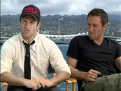 KOLD NEWS 13: Alex O'Loughlin and Scott Caan. Six and a half minutes of cute flirting. These boys are playing with our emotions;) I like it.