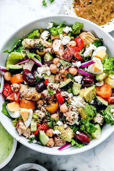"""12 Healthy Salad Recipes That Were Made . - 12 Healthy Salad Recipes on a Mission to Eradicate the """"Sad Desk Lunch"""" - Clean Eating Snacks, Healthy Eating, Dinner Healthy, Healthy Food, Summertime Salads, Detox Salad, Detox Lunch, Salad Dressing Recipes, Greek Salad"""