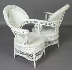 24 Vintage And Antique Bamboo Chair Designs To Your Classic House - Dlingoo Victorian Furniture, Victorian Decor, Victorian Homes, Vintage Furniture, Victorian Era, Painting Wooden Furniture, Rattan Furniture, Wicker Chairs, White Wicker