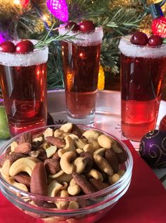 #ad Make any #holiday celebration special by keeping it simple. Pair a signature holiday cocktail with a crowd-pleasing snack from PLANTERS. This year, I'm serving a sophisticatedly simple Cran-Raspberry Mimosa with PLANTERS Mixed Nuts. Get PLANTERS Mixed Nuts for your next holiday party at http://clvr.li/plaam #PLANTERSHoliday