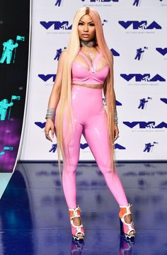 Nicki Minaj flaunts curves in skintight pink at MTV VMAs Nicki Minaj Outfits, Nicki Minaj Pictures, Nicki Minaj Body, Nicki Minaj Barbie, Nicki Minaj Wallpaper, Latex Wear, Latex Outfit, Hip Hop, Mtv Videos
