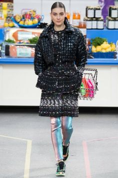 Chanel Autumn-Winter 2014 ready-to-wear:  http://glamour.nl/j3dmparnk
