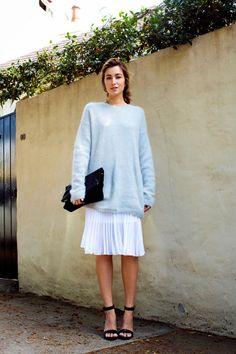 Slouchy sweater, loose skirt #falltrend #sweater #oversizedsweater