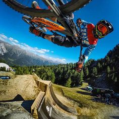 What a angle shot by @fischi666 📷 with a go pro. In session @samreynolds26…