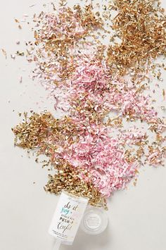 gold and pink confetti push pop - perfect for wedding receptions http://rstyle.me/n/j5kyspdpe