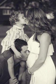 Pregnancy family picture, maternity photo