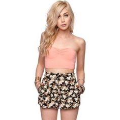 LA HEARTS Floral High Waisted Shorts NWOT LA Hearts. Floral Print. Shorts have a comfortable elastic waistband and light weight fabric. High Rise. LA Hearts Shorts