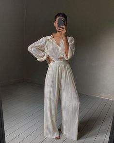 Look silk outfit women Fashion Pants, Fashion Outfits, Fashion Ideas, Women's Fashion, Marianne, Comfy Pants, Type Of Pants, Fashion Capsule, Aesthetic Fashion