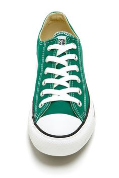 Low Top Sneaker Converse- my colour crush for fall.