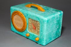 """Rare Catalin Motorola """"Circle-Grille"""" in highly marbleized turquoise with translucent yellow catalin trim. Radio Activity, Retro Radios, Record Players, Music Boxes, Televisions, Phonograph, Golden Age, Clocks, Vintage Antiques"""