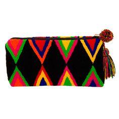 Handmade Wayúu clutch | Bolsos Wayúu tejidos a mano.  Boho Chic. Fairtrade. No mass production.  Shop online. www.vivayviva.com
