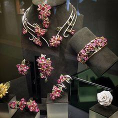"""#angry #vicenza #vicenzaoro #madeinitaly #mystyle #luxurybrands #luxuryjewellery #italy #earings #bracelet #pin #tiara #necklace #collier #jewelry…"""