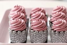 Chocolate Cupcakes - fudge filling - blackberry frosting - Passion 4 baking :::GET INSPIRED::: Homemade Chocolate Icing, Chocolate Fudge, Delicious Chocolate, Delicious Desserts, Cream Filled Cupcakes, Chocolate Cupcakes Filled, Blackberry Cupcakes, Yummy Cupcakes, Cupcake Frosting