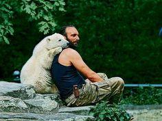 甘えん坊。 Thomas Dörflein and Polar bear Knut