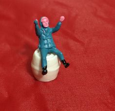 1pc WEE SITTING GUY 1970s Vintage Winter by cOveTableCuriOsitiEs, $4.20