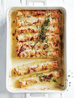 A satisfyingly tasty chicken cannelloni that can be on the table in 20 minutes!, Food And Drinks, A satisfyingly tasty chicken cannelloni that can be on the table in 20 minutes! Tapas, Donna Hay Recipes, Cannelloni Recipes, Food Porn, Le Diner, Cooking Recipes, Healthy Recipes, Healthy Snacks, Creamy Chicken