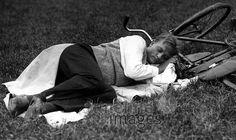Sommerbilder ullstein bild - ullstein bild/Timeline Images #daydreams #entspannen #relax #enjoy #sleep #schlafen #tagträumen #Tagträumer #träumen #Sonne #Sommer #Nickerchen #nap #Fahrrad #Mann #Menschen #Pause