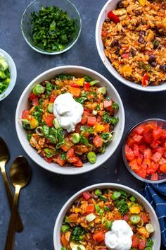 These Instant Pot Chicken Burrito Bowls are a quick and healthy dinner or meal prep idea - alternatively, it can be made in the slow cooker! Chicken Burrito Bowl, Chicken Burritos, Burrito Bowls, Meal Prep Bowls, Easy Meal Prep, Easy Meals, Dump Meals, Cooking Recipes, Healthy Recipes