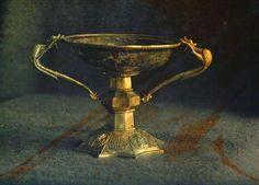 Cáliz de Manuel Cantacuceno, déspota de Morea (1349-1380). Elaborado con un recipiente de jaspe usando plata sobredorada con motivos repujados y asas en forma de dragón. Monasterio de Vatopedi en el Monte Athos, Grecia.