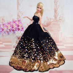 Elegantes schwarzes Kleid mit vielen goldenen Pailletten passend für Barbie Dol… Elegant black dress with many golden sequins suitable for Barbie Doll Large Elegant black dress with many golden sequins suitable for Barbie Doll Large, Barbie Wedding Dress, Barbie Gowns, Barbie Dress, Barbie Clothes, Barbie Doll, Dress Clothes, Doll Dresses, Dress Shoes, Barbie Style