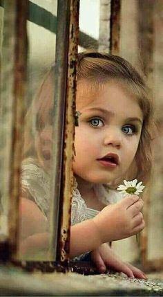 Beautiful kids and children. Precious Children, Beautiful Children, Beautiful Babies, Girl Photography, Children Photography, Baby Pictures, Cute Pictures, Little People, Little Girls