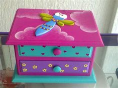 Kids Jewelry Box, Jewellery Boxes, Painted Wooden Boxes, Wood Boxes, Fun Crafts, Diy And Crafts, Arts And Crafts, Fabric Painting, Painting On Wood