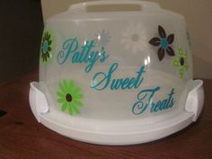 round cake carrier with vinyl