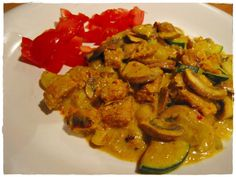 vegan-o-mania: Blitzschnelles Pilz-Zucchini-Mandelmus-Curry