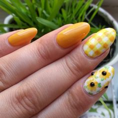 #freehandnailart #blackeyedsusan / #sunflowernails / #ginghamnails  so summery!! Colors used: #covergirlgoldilocks- darkest yellow, elf no-name yellow  and #sinfulcolors for the white. Yhe green is a mix of wet and wild green light and the elf yellow. I love this color!! It reminds me of a mac and cheese crayon  #badgirlfeatures #