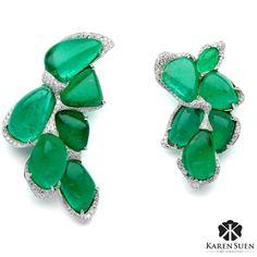 Completing the regal look from previous post with this magnificent pair of Emerald earrings  #KarenSuen #KarenSuenFineJewellery #Designer #BespokeJewels #PreciousStones #Design #FineJewelry #JewelleryDesigner #ColorGemstone #HauteJoaillerie #UniqueJewellery #Gemstone #Diamond #Emerald #Pearl #TahitianPearl #HauteCouture #JewelsOfInstagram #Paris #Milan #London #NewYork #Riyadh #Kuwait #Doha #Bahrain #Dubai #LosAngeles #Geneva