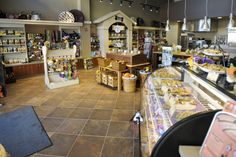 Wouldn't need the bakery display case, but I like the way the walls are split up and the dog house on the wall! Pet Store Display, Bakery Display, Display Case, Dog Boutique, Boutique Ideas, Three Dog Bakery, Smelly Dog, Dog Kennel Designs, Pet Paradise