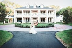GORGEOUS Texas wedding venue   Magnolia Manor at THE SPRINGS in Angleton.  This Houston, TX wedding venue will blow you away.   A southern plantation hall is the perfect wedding venue who any southern bride who loves the simple yet beautiful things.