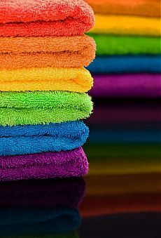 Keep a set of rainbow towels so guests can pick their favorite color. Love Rainbow, Taste The Rainbow, Over The Rainbow, Rainbow Colors, Vibrant Colors, Rainbow Stuff, Rainbow Magic, Rainbow River, Rainbow City