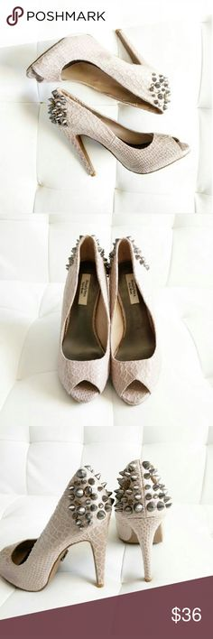 """Vera Wang Spiked Heels These shoes are super sexy and stylish, and to boot"""" the heel is a comfortable height which makes for a comfy fab shoe.  Heel 4""""-4.5"""" Has normal wear In excellent condition  I Ship Mon/Wed/Fri Vera Wang Shoes Heels"""