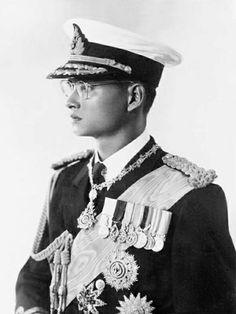 ในหลวง Bhumibol Adulyadej, Rama IX, is the ninth monarch of the Chakri Dynasty and the King of Thailand.   http://islandinfokohsamui.com/