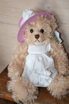 KRISTEN is a Settler Bear from the Sandhurst Collection. Price AUD$45 SHIP WORLDWIDE Email:toodledoo@bigpond.com www.settlerbearsaustralia.com.au, Mobile: 0433 253 800 Toodle Doo - the MAGIC place to shop!