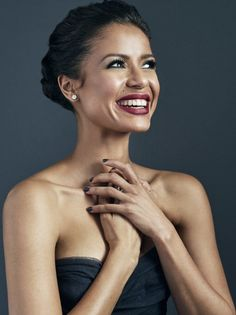 So beautiful- gugu mbatha-raw Beautiful Black Women, Beautiful People, Make Up Black, Mbatha Raw, Curly Hair Styles, Natural Hair Styles, Look 2015, Dark Complexion, Black Actresses