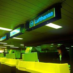 insegne luminose Aeroporti Linate e Malpensa - biglietterie aeree Lufthansa