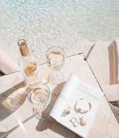 Ideale Umgebung, via - WINE love - Schmuck Rupi Kaur, Moda Instagram, Pool Days, Summer Aesthetic, Cream Aesthetic, Travel Aesthetic, Summer Of Love, Spring Summer, Party Summer